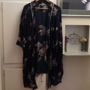 Navy floral designs Kimono with white piping